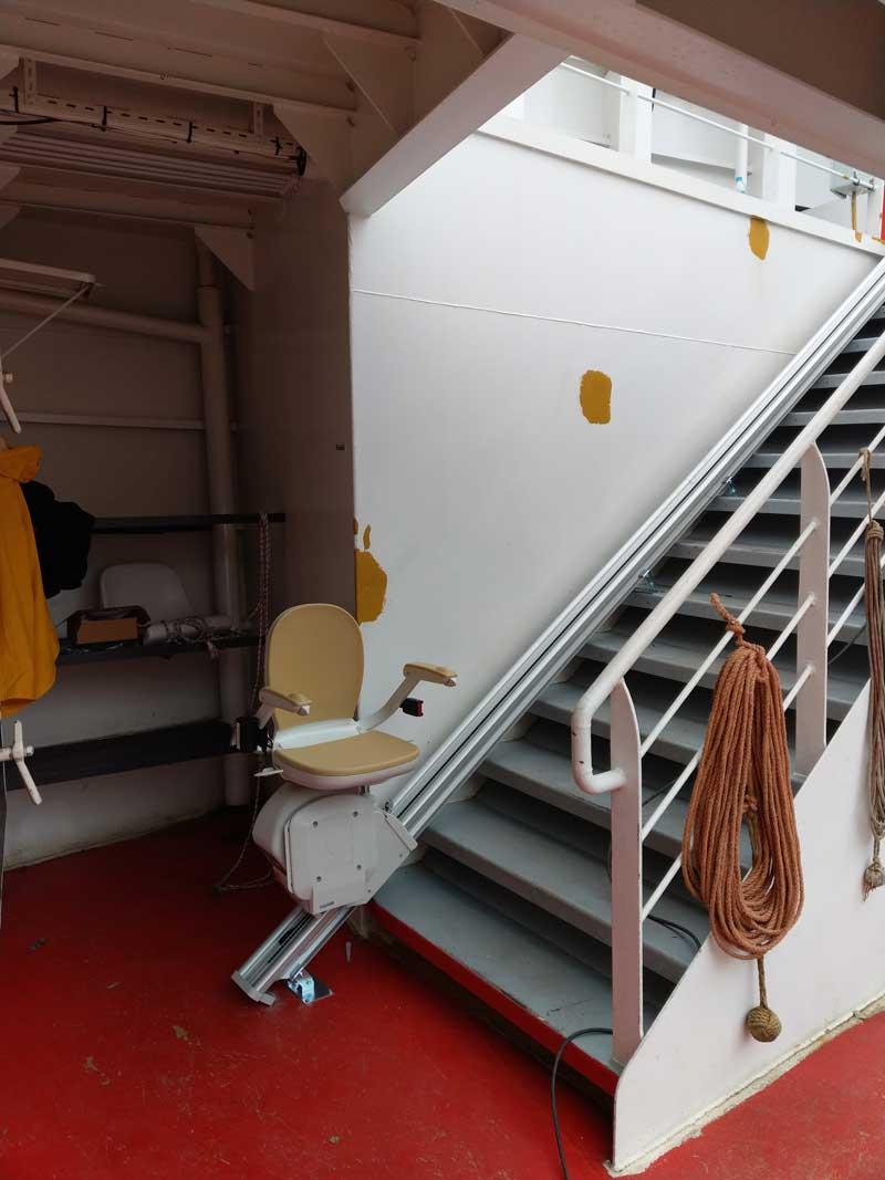 Ανυψωτικό σκάλας σε ευθεία Acorn